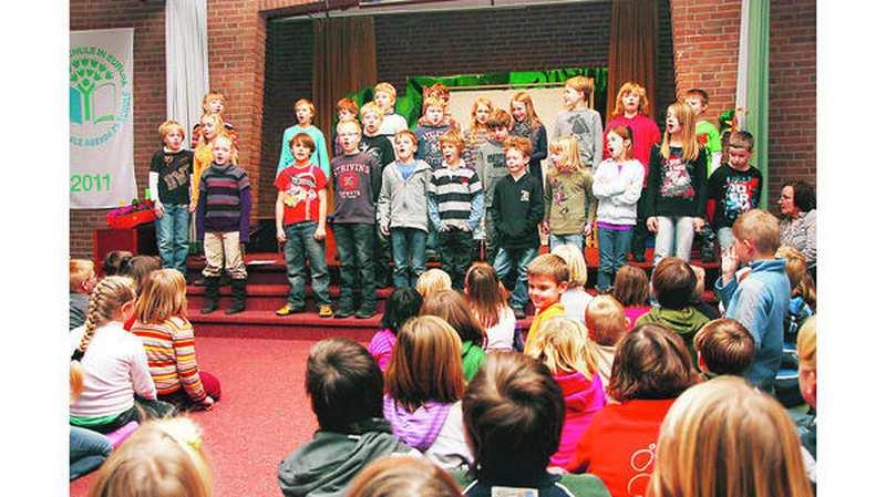 Oh Tannenbaum Auf Englisch.Adventssingen Neerstedt In Grundschule Liegt Weihnachten Schon In