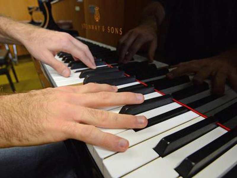 Erwachsene lernen immer öfter Instrumente in der Musikschule