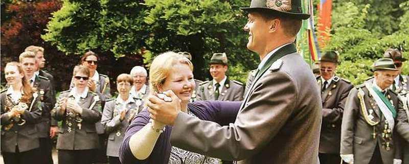 Huder Schützenfest Hude: Ein flottes Tänzchen im Park
