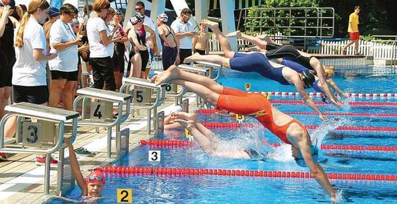 Schwimmfestival Ganderkesee Sportler Springen Ins K 252 Hle Nass