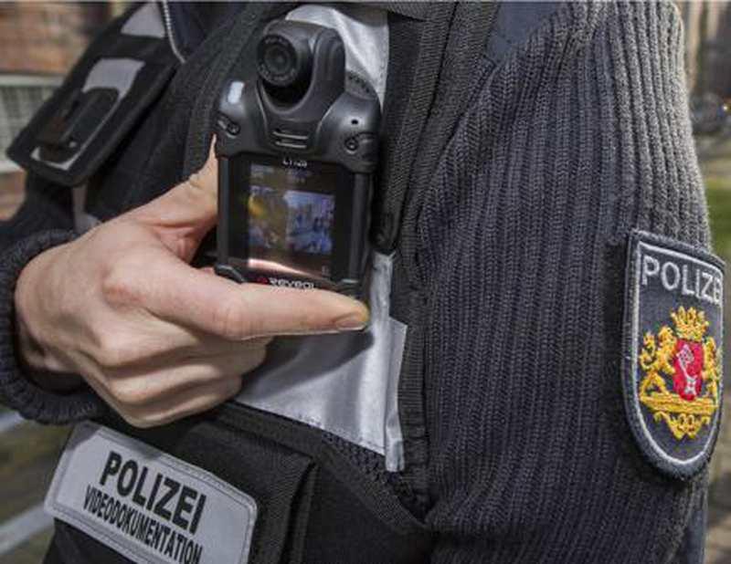 polizei bremen erfolgreicher einsatz der body cams. Black Bedroom Furniture Sets. Home Design Ideas