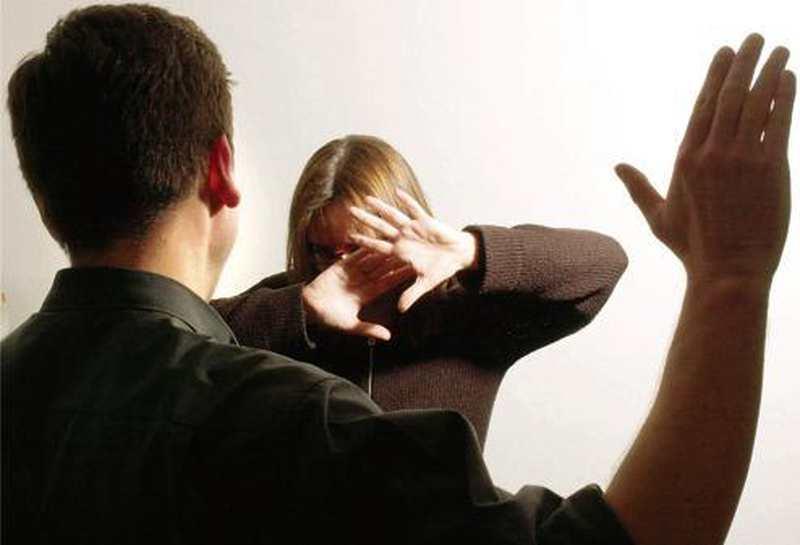 Häusliche Gewalt: Warum schlägt ein Mann seine Frau?