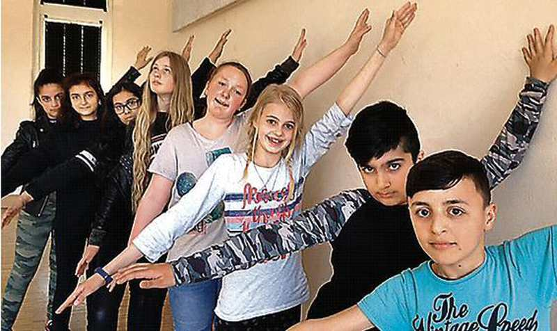 Premiere: Jugend setzt eigene Erfahrungen in Szene