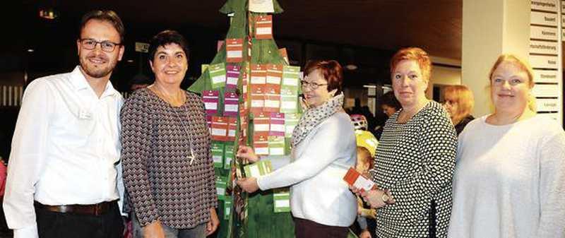 Weihnachtsaktion: Ein Baum, der 175 Wünsche trägt - Nordwest-Zeitung