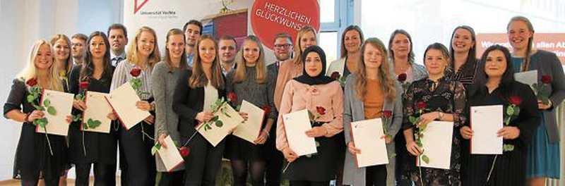 Bachelor Und Master: Uni-Absolventen in Feierlaune - Nordwest-Zeitung