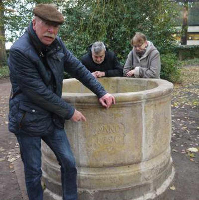 30-Jähriger Einsatz: Schloss-Brunnen von 1790 steht wieder in Vorburg - Nordwest-Zeitung