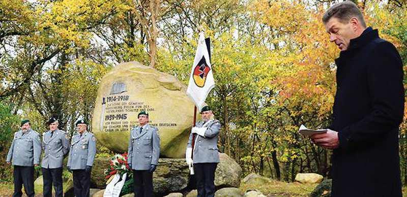 Volkstrauertag: Gedenken auch an heutige Opfer - Nordwest-Zeitung